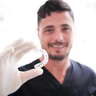 Invisalign presso Studio Dentistico Dott. Giovanni Salvetti - Studio Dentistico a Marina di Carrara